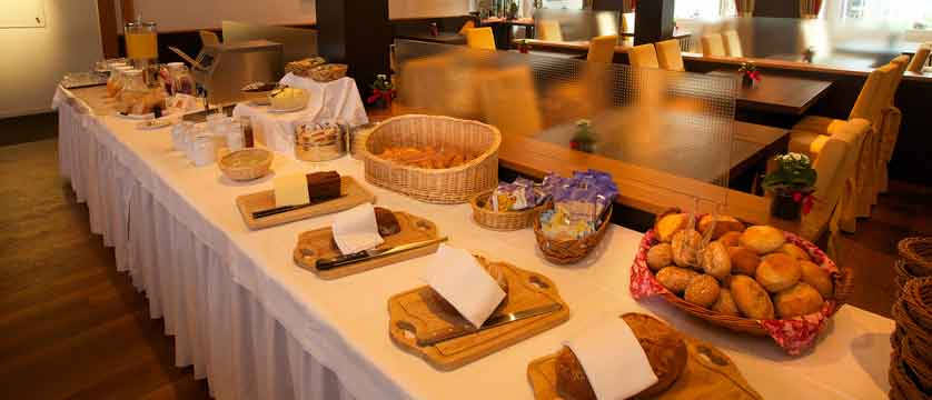 Hotel Belvedere, Grindelwald, Switzerland - breakfast buffet.jpg